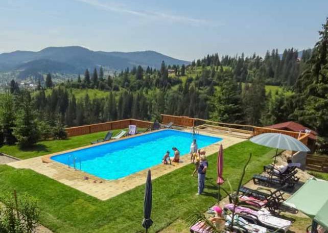 отель альпийский с открытым бассейном